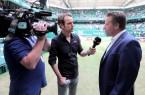 Gefragter Interviewgast: Turnierdirektor Ralf Weber (rechts) im Interview mit Sky-Reporter Marco Wiefel. © NOVENTI OPEN/HalleWestfalen
