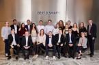 Die Klasse der Bertelsmann-Industriekaufleute. Insgesamt absolvierten 62 Bertelsmann-Auszubildende ihre Prüfungen vor der Industrie- und Handelskammer..Foto:Bertelsmann
