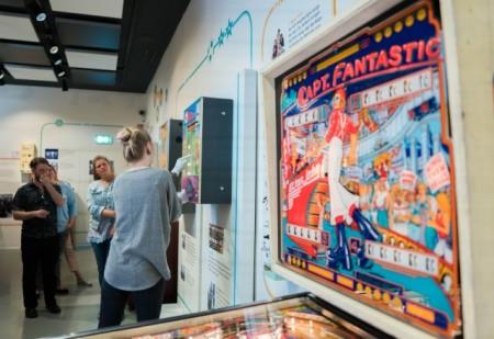 """Meilenstein in der Automatenbranche: Der erste von Paul Gauselmann entwickelte Geldspielautomat """" Merkur B """" aus dem Jahr 1977."""