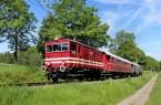 Die historische E-Lok E22 der Extertalbahn rollt seit 1927 durch Nordlippe.  Dank des Vereins Landeseisenbahn Lippe, der sich seit 2005 sowohl für die  Lokomotive wie auch Denkmalschutz stehende Fahrleitung verantwortlich ist. Foto: Michael Rehfeld