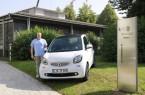 Ist viel und gerne mit dem elektrischen Smart unterwegs: krz-Mitarbeiter Mathias Meierjohann, Foto: Krz
