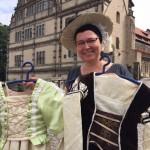 Neue und ausgefallene Kostüme im Fundus