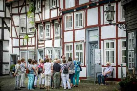 Der Alte Kirchplatz ist eine Station während des klassischen Stadtrundgangs.