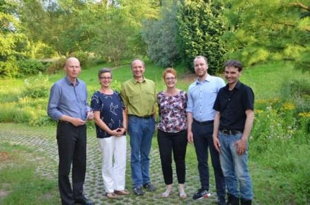 v.l.n.r. Prof. Dr. Klaus Maas (Technische Hochschule Ostwestfalen-Lippe, Standort Höxter); Dr. Agnes Kriszan (HAWK Hochschule für angewandte Wissenschaft und Kunst Hildesheim/Holzminden/Göttingen); Prof. Dr. rer. nat. Stefan Wolf (Technische Hochschule Ostwestfalen-Lippe, Standort Höxter); Heidrun Wuttke (Gesellschaft für Wirtschaftsförderung im Kreis Höxter); Malte Mayer (OWL Maschinenbau e.V.); Dr. Volker Kotte (Institut für Arbeitsmarkt- und Berufsforschung der Bundesagentur für Arbeit)