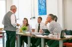 Udo Strakerjahn erklärt den Teilnehmern seine 6- Step Innovationsmethode. Keine zufälligen Ideen  unter  der  Dusche,  sondern  systematische  Anwendungen  spezieller  Analyse- und  Entwicklungs- schritte ermöglichen es schnell und effizient Innovationen zu entwickeln (Foto:  Heinrich Petkau