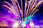 Die Parkbeleuchtung in der Gartenschau Bad Lippspringe bekommt ihr klassisches Flair zurück. Die Besucher dürfen sich vor allem auf romantisches Kerzenlicht in allen erdenklichen Variationen freuen. Ein abwechslungsreiches Rahmenprogramm inklusive Lasershow und Musikfeuerwerk rundet die beliebte Veranstaltung ab. Für Jahreskarten-Inhaber ist der Eintritt kostenfrei.