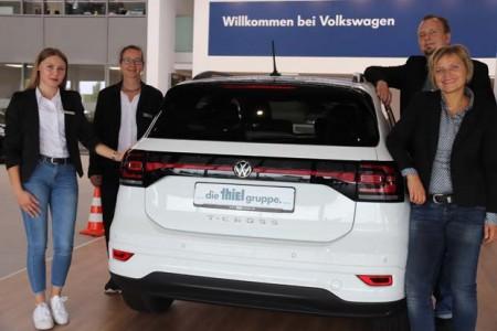 Agnes Weit, Petra Winkelsträter, Kai Kiewert und Nikola Weber freuen sich über die erfolgreiche Azubi-Suche durch das Speeddating im Rathaus. (Foto: Stadt Rheda-Wiedenbrück)