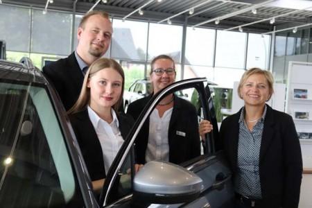 v.l.: Kai Kiewert und Agnes Weit haben sich beim Azubi-Speeddating im Rathaus kennengelernt, das von Petra Winkelsträter und Nikola Weber organisiert wurde.