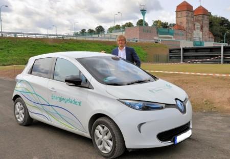 Bürgermeister testet E-Auto, Foto: Stadt Minden