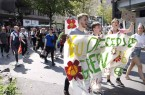 Junge Aktivisten ziehen durch die Dormtunder Innenstadt