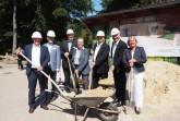 Der erste Spatenstich: (von links) Ralf Noske, Peter Gröne, Marianne Thomann-Stahl, Arne Brand, Prof. Dr. Andreas Pinkwart und Martina Hannen. (Foto: Jürgen Riedel)