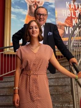 Geschäftsführer Knut Schakinnis und Theaterleiterin Valerie Findt ziehen Jahresbilanz und stellen neue Spielzeiten vor. (Foto: Jürgen Riedel)