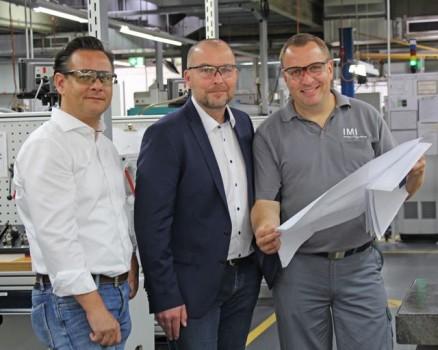 Im kommenden Jahr soll die Ausbildungswerkstatt umziehen: Christian Kloos-Vollmer, Thomas König und Thomas Handt (von links) mit den Plänen.