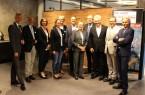 Vertreter von it's OWL, der OWL GmbH, der Uni Paderborn, dem Start-up AMendate, dem Kreis und der Stadt Paderborn diskutierten gemeinsam mit Wirtschafts- und Digitalminister Prof. Dr. Andreas Pinkwart (3. v. r.) und der Regierungspräsidentin Marianne Thomann-Stahl (5. v. r.) in der Zukunftsmeile in Paderborn über die Erfolge und Perspektiven der digitalen Transformation in OWL. Quelle : it's OWL Clustermanangement GmbH