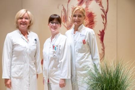 Chefärztin Dr. Wencke Ruhwedel, Fachärztin Mareen Schelletter und Fachärztin Franziska Barthel, Foto: Klinikum Gütersloh