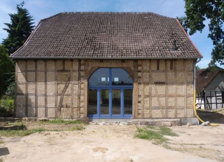 Das Wohnhaus Windmühlenfeld 6 (Ansicht der Ostseite) nach der Instandsetzung im Juli 2019. Foto: Lars Jacobs, Bünde