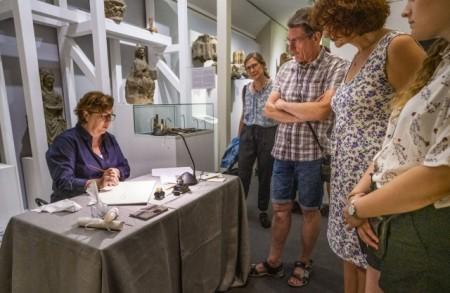Lange Museumsnacht im Diözesanmuseum. Kalligraphie live. Foto: Kalle Noltenhans
