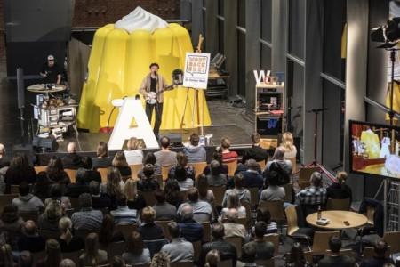 """Die Dr. Oetker Welt präsentiert eine neue Folge der Literaturbühne """"Wortbäckerei"""" im Live Stream."""