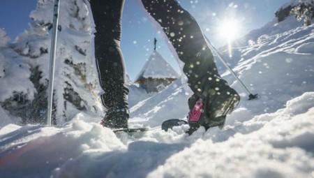 Der Bayerische Wald ist ein Allrounder unter den Winterdestinationen in Deutschland. Den klassischen Winterurlaub mit Skifahren und Langlauf kann man hier ebenso verbringen wie eine kleine Auszeit mit Winterwandern und Wellness. - © Arber Bergbahn