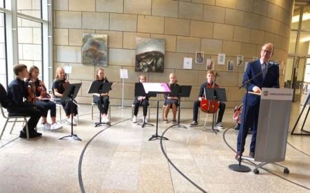 Die Streicher des AHF-Gymnasiums spielen im NRW-Landtag