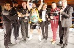 (Siegermannschaft): Sie stehen für eine erfolgte >Marco Huck Fight Night< in Baunlage (von  links):  Sieger  Sevak  Miroyan  (Super-Weltergewicht),  Trainer  Jihad  Ali  Khan,  Dirk  Schröder  (Cornerman),  WBC-Asia  Continental  Titelgewinner  Armenak  Hovhannisyan,  Holger  Gräbedünkel  (Sponsor), Kenan Hukic (Promotor) und Karl-Heinz Wolpers (Management MH Boxing). Foto: © MH Boxing