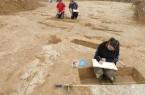 Die Pfostenlöcher werden vermessen, fotografiert und gezeichnet. Foto: LWL/S. Spiong