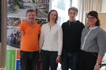 Diözesanvorsitzender Stephan Stickeler (links) und Ramona Linder, Referentin für Ehrenamt und Entwicklungszusammenarbeit beim Kolpingwerk (rechts), mit den beiden Gastreferenten Martina Kaiser und Kai Kuhnhenn.(Foto: Mario Polzer