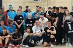 Rund 110 Spieler*innen haben an dem Fußballturnier teilgenommen. Zahlreiche  Besucher feuerten die Mannschaften an. Darunter auch Bürgermeister Theo Mettenborg. Foto; Stadt Rheda -Wiedenbrück