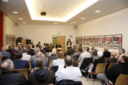 Henriette Kiefer von der FES eröffnet die Veranstaltung