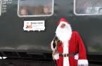 Der Nikolaus fährt mit der Landeseisenbahn Lippe am 7., 8., 14. und 15. Dezember durch das Extertal. Foto:  Michael Rehfeld