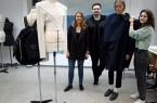 Einen kleinen Vorgeschmack auf die Modenschau liefern die Werke von Isabel Menke, Andreas Strang und Romana Haako (v.r.n.l.)