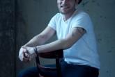 """Stimmgewaltiger Entertainer kehrt zurück nach HalleWestfalen: Der Singer-Songwriter Johannes Oerding begeistert mit neuer Live-Show und Bühnenproduktion auf seiner """"Konturen""""- Open Air Tournee am 13. September 2020 in der ostwestfälischen Eventarena. © Olaf Heine"""