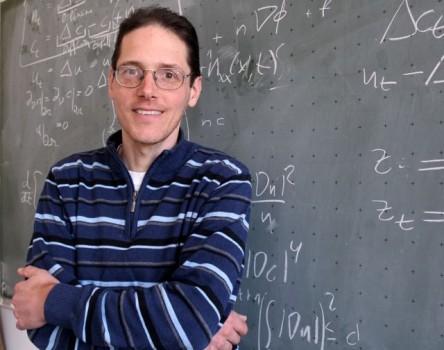 Prof. Dr. Michael Winkler von der Universität Paderborn gehört weltweit zu den meistzitierten Wissenschaftlern.Foto :Universität Paderborn, Nina Reckendorf