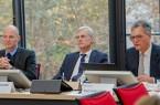 (v.l.n.r.): Dr. Roland Stahl, Dezernent Kassenärztliche Bundesvereinigung, Dr. Thomas Kriedel, Vorstandsmitglied Kassenärztliche Bundesvereinigung, Prof. Dr. Volker Wittberg, Prorektor Forschung & Entwicklung Fachhochschule des Mittelstands (FHM). Foto: FHM