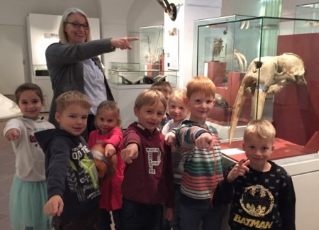 Dr. Susanne Hilker mit Kids-Museum Schloss Brake, Foto: Weserrenaissance-Museum Schloss Brake