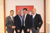 Engagiert für Büren – Bürgermeister Burkhard Schwuchow (links) und Jörg Altemeier  (rechts,   Leiter  der  Personalabteilung)  begrüßen   Ralf   Schmidt   (2.v.r)   und Christian Carl (2.v.l) als neue Kollegen in der Stadtverwaltung. Foto: Stadt Büren