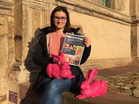 """Auch die Auszubildende Rebecca Reindl freut sich schon auf die """"Hasenjagd"""" und andere Veranstaltungen im neuen Jahr. Foto: Schloss Brake Museum"""