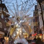 Stelzenläuferzum vierten Adventssamstag in der Mittleren Berliner Straße