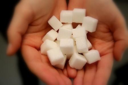 Foto (Universität Paderborn, Nina Reckendorf): Forscherinnen der Universitäten Bonn und Paderborn zeigen, dass die Zuckerzufuhr von Kindern und Jugendlichen in Deutschland zwar rückläufig ist, aber vor allem der Beitrag aus Süßwaren noch deutlich zu hoch ist.