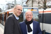 Oberbürgermeister   Pit   Clausen   (rechts)   und   moBiel- Geschäftsführer Martin Uekmann haben heute gemeinsam  einen    Vorschlag    für    ein    zukünftiges    Schülerticket  vorgestellt. Foto: Bielefeld - Stadtwerke moBiel