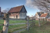 Bei den Winterspaziergängen durch das LWL-Freilichtmuseum Detmold kann man neue Eindrücke gewinnen und auch fotografisch festhalten. Foto: LWL/Linse