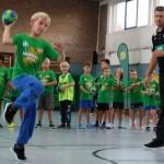 Beim 'AOK Star-Training' mit echten Handball-Stars