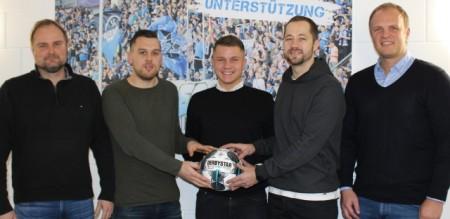 Foto (v.l.): Mirko Vogt (Chef-Scout SCP07), Marius Reiher, Robin Trost, Lukas Kruse, Christoph Müller (NLZ-Leiter).