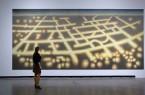 Ausstellungsansicht: Silke Silkeborg, Beleuchtung der Welt, 2015 - 2018, Leinwand aus 12 Panelen, 360 x 800 cm, Foto: Hans Schröder © VG Bild-Kunst, Bonn 2019