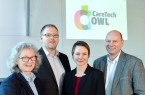 Sprecherinnen und Sprecher Prof. Dr. Annette Nauerth, Prof. Dr. Axel Schneider und Prof. Dr. Udo Seelmeyer gemeinsam mit Geschäftsführerin Claudia Weymann (3. v.l.).Foto: © FH Bielefeld / Fotografin: Tamara Pribaten
