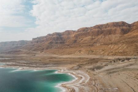 Die Region rund um das Tote Meer ist reich an kulturellen Schätzen und eine faszinierende Naturerscheinung. Foto: Dave Herring on Unsplash
