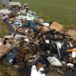 Illegale Müllablagerung auf Wirtschaftsweg in Barntrup