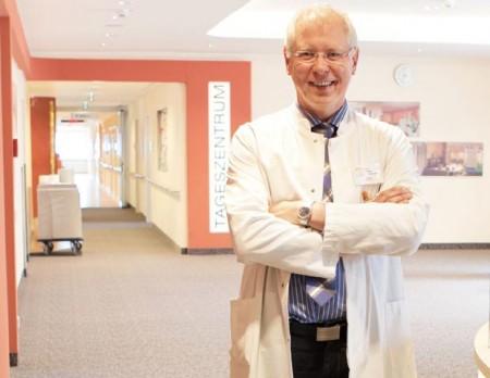 Foto (KHWE): Dr. Volker Knapczik ist 20 Jahre Chefarzt