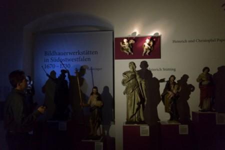 Ein letztes Mal eintauchen in eine geheimnisvolle Welt von Licht und Schatten in der Wewelsburg. Foto: Lina Loos für das Kreismuseum Wewelsburg