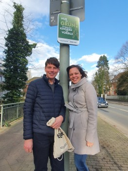 Bürgerkiez-Chef Steffen Böning und Programmleitung Jana Felmet machen es fest: Gemeinsam stark für ein sicheres und kinderfreundliches Gütersloh, Foto: Bürgerkiez
